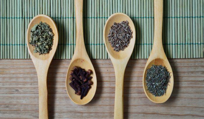 Analysis of tea and herbs for pyrrolizidine alkaloids